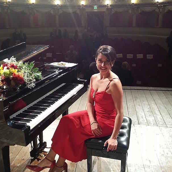 Simonetta Tancredi pianista